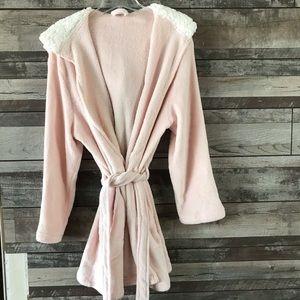 Ulta robe w/ Sherpa lined hood  L/ XL